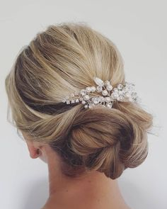 #classy #sunday #bridalhair #bride #braut #brautfrisur #glitzer #glam #glamour #hochzeit #hairstyle #love #loveisintheair #wedding #weddingideas #blonde #weekend #girls #instabräute #instabräute2018 #weddingdress #lovelybeautycorner #braidideas #boho #vintage #hair