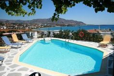 Afroditi Apartments Makrigialós Just 100 metres from Makrigialos Beach in Crete, Afroditi Apartments offers a swimming pool and free Wi-Fi.  The self-catered rooms feature a balcony overlooking the bay and the well-tended garden.