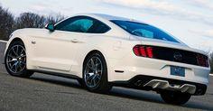 Ford Mustang Mark 6 (2014)<br><br>Lançamento oficial do carro ao público aconteceu no Salão de Detroit 2014, em janeiro. E para celebrar os 50 anos do ícone (1964-2014) -- no mês em que o carro comemora seu cinquentenário --, a Ford revelou a edição especial 50 Year Limited Edition, derivada da versão GT com motor V8 (serão 1.964 unidades produzidas, em alusão, claro, ao ano de lançamento do carro)
