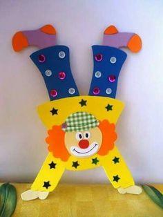 Decorazioni per la festa di Carnevale headphone photoraphy – Headphone Clown Crafts, Carnival Crafts, Carnival Themes, Circus Birthday, Circus Theme, Circus Party, Birthday Cards, Class Decoration, School Decorations