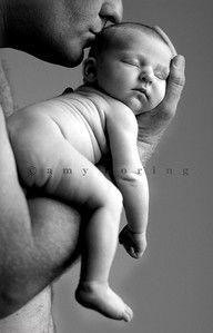 : good parenting : beautiful baby photography: family photography, newborn photography, baby pictures, in love, couple. Baby Poses, Newborn Poses, Newborn Shoot, Newborn Baby Photography, Children Photography, Newborns, Family Photography, Photo Bb, Jolie Photo