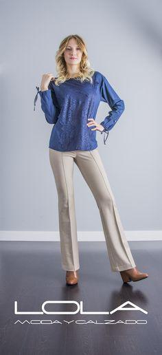 Blusa TWIN SET, elegancia para cada día.  Pincha este enlace para comprar tu blusa TWIN SET en nuestra tienda on line:  http://lolamodaycalzado.es/otono-invierno-2016/865-blusa-azul-manga-larga-de-twin-set.html