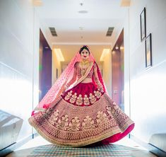 Latest Indian Bridal Dressing Trends consists of most recent & hottest bridal Makeup, Bridal Jewelry and Hairstyle fashion for brides. Indian Wedding Lehenga, Indian Wedding Bride, Bridal Lehenga Choli, Red Lehenga, Wedding Wear, Wedding Dresses, Indian Bridal Outfits, Indian Bridal Fashion, Indian Bridal Wear