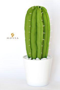 Cactus artificiale in tessuto con spine in legno di Moveadesign