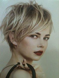 Classy Short Blonde Hairstyles