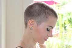 girls with buzz cuts Really Short Hair, Super Short Hair, Short Hair With Bangs, Short Hair Cuts, Short Hair Styles, Buzz Cut Women, Buzz Cuts, Pixie Hairstyles, Cool Hairstyles