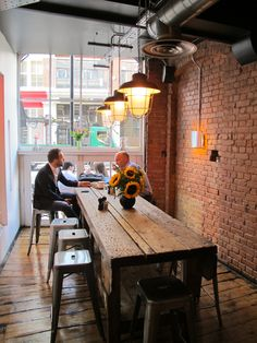 Workshop Coffee – I like the lighting and long wood table