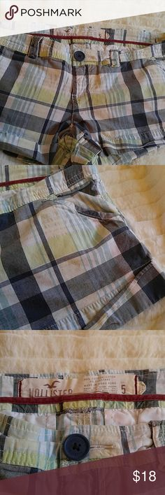 🌟50% OFF 🌟Hollister short shorts in plaid Adorable and perfect for summer. Cuffed with real pockets in front and back.    Why buy from me? 💋Most Items New with tags or worn once 💋Smoke free home  💋TOP 10% Seller  💋TOP RATED 💋 FAST SHIPPER   💋ACCEPT MOST OFFERS 💋BUNDLE DISCOUNT OF 20% 💋Allow EXCHANGES 💋Speedy response for questions  ❤Let me know how I can help & HAPPY POSHING!!! 💕💋 Hollister Shorts