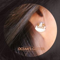 """Ocean Glitter눈부시게 아름다운 바닷가에서 마주친 """"Flowers from the bottom of the ocean.  Media : crystal, cubic zirconia, fresh water pearl, and shell""""  / RingPocket 2014"""