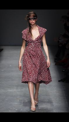 Vivienne Westwood Red Label Spring 2016 Ready-to-Wear Collection Photos - Vogue Fashion Week 2016, Runway Fashion, Fashion Art, Fashion Show, Fashion Design, Vivienne Westwood, English Fashion, Vogue Paris, Ready To Wear