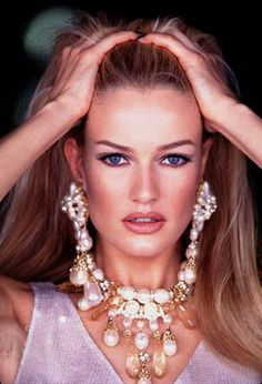 """Called """"The Blonde With Class"""" by Vogue editors Karen Mulder is my favourite model of all times. Karen is Dutch and was born in Her career was soaring during the in th… Claudia Schiffer, Grunge Fashion, 90s Fashion, Fashion Models, 90s Grunge, Fashion Pics, Couture Fashion, Runway Fashion, Fashion Outfits"""