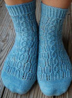 Best knitting socks toe up winter 41 Ideas Loom Knitting, Knitting Socks, Baby Knitting, Knitting Patterns, Knit Socks, Free Knitting, Knitting Ideas, Patterned Socks, Knitted Gloves