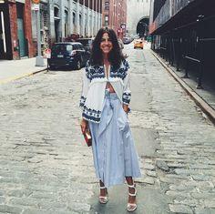 Leandra Medine of Man Repeller wearing Zara top and midi blue skirt with heeled white sandals Fashion Week Paris, Milan Fashion Weeks, Runway Fashion, Leandra Medine, Blouse Ethnique, Look Fashion, Fashion Tips, Fashion Design, Fashion Trends