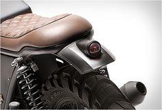 Nossa moto personalizada de hoje vem de Portugal. A moto, uma Yamaha XJ750 foi comprada na Alemanha em um estado miserável e a empresaDream Wheelscolocou sua magia e criatividade para trabalhar e criou uma máquina impressionante, mudand