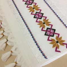 Colourful Cushions, Bargello, Handicraft, Embroidery Designs, Diy And Crafts, Cross Stitch, Sewing, Crochet, How To Make