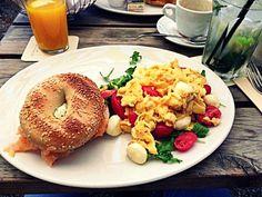 Frühstück im Café Neuhausen