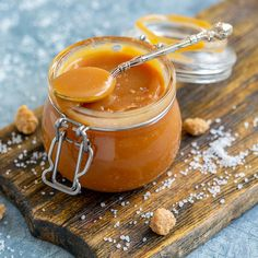 Our easily thickened caramel sauce is prepared with brown sugar, butter, cream, water, and vanilla. It's great on bread pudding or ice cream. Dessert Sauces, Dessert Recipes, Eagle Brand Milk, Cacao Benefits, Caramel Candy, Caramel Apples, Ice Cream Mix, Naan, Sauce Recipes