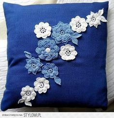 Crochet lace pillow pattern cushion covers Ideas for 2019 Crochet Cushion Cover, Crochet Cushions, Sewing Pillows, Crochet Pillow, Diy Pillows, Decorative Pillows, Crochet Flower Patterns, Crochet Motif, Crochet Designs