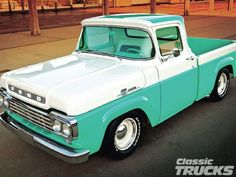 Vintage Trucks Classic 1959 Ford F 100 I had one like this as my first truck. same color combo. but big back window. Classic Ford Trucks, Old Ford Trucks, Pickup Trucks, Diesel Trucks, Lifted Trucks, Lifted Ford, Ford Lincoln Mercury, Cool Trucks, Big Trucks