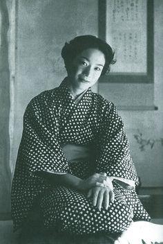 Kuniko MUKODA (1929~1981), Japanese author http://media-cache-ec5.pinterest.com/upload/107030928616459326_U70b84Kj_c.jpg
