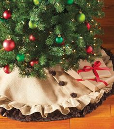 Do it yourself divas diy burlap and lace christmas tree skirt rustic christmas tree skirt the instructions sufficed but you definitely need to have sewing experience and the right equipment to do the job solutioingenieria Choice Image
