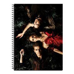 Caderno The Vampire Diaries em tamanho aproximado a A4. Capa dura em qualidade fotográfica, envernizada, 200 folhas, 10 matérias.  Caderno produzidos de forma artesanal. OBS: Miolo (as 10 matérias) igual a um caderno universitário normal R$ 30,00