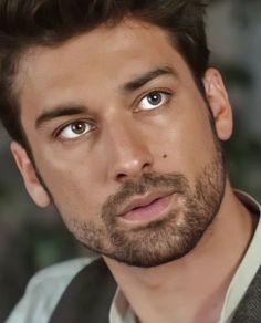 Boy Hairstyles, Turkish Actors, My Love, Hair Styles, Boys, Amor, Beautiful Men, Pretty Men, Reading