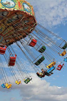 My absolute favorite ride. Fair Rides, Fair Theme, Tarot, Carnival Rides, School Carnival, Amusement Park Rides, Beach Boardwalk, Fun Fair, Vintage Carnival