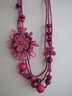 ABruxinhaCoisasGirasdaCarmita: Colar em crochet