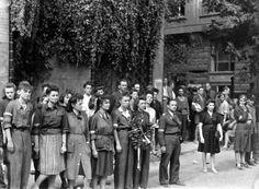 Uprising warsaw 1944 - Szukaj w Google Warsaw Ghetto Uprising, Military Art, Women In History, World War Two, The Ordinary, Ww2, Poland, Concert, Lady
