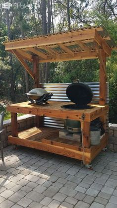 Bbq Surround Pallet Table Bbq Surround Pallet Table: I made this Bbq Surround Pallet Table to fit a 'Big Green Egg' style of barbecue. I assembled this from The post Bbq Surround Pallet Table appeared first on Pallet Diy. Backyard Bar, Backyard Kitchen, Bbq Kitchen, Backyard Ideas, Kitchen Bars, Kitchen Cabinets, Funny Kitchen, Kitchen Wood, Awesome Kitchen