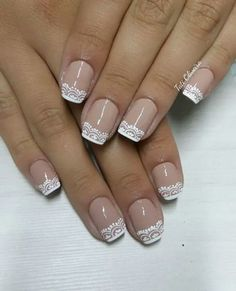 15 Modelos de Unhas Inglesinhas e famosas que aderiram à moda; Bridal Nails, Wedding Nails, Toe Nails, Pink Nails, French Tip Nails, Stylish Nails, Perfect Nails, Manicure And Pedicure, Nails Inspiration