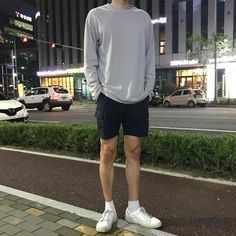The Best Examples for Korean Street Fashion Asian Men Fashion, Teen Boy Fashion, Korean Fashion Summer, Korean Street Fashion, Look Fashion, Mens Fashion, Fashion Trends, Korean Outfits, Short Outfits
