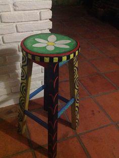 Uno de mis pasatiempos- renovando taburetes con color y alegría!