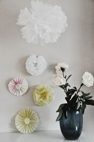 Bring the summer to your home with silk paper pom poms. Paper Pom Poms, Diy, Lifestyle, Summer, Home Decor, Summer Time, Decoration Home, Paper Poms, Bricolage