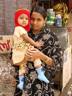 File:Mother and Child - Kozhikode - India.JPG