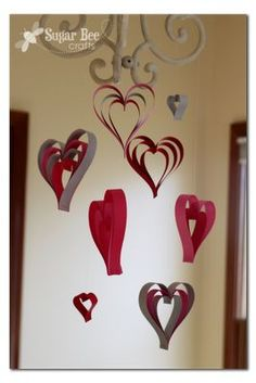 quick and easy Valentine craft - how to make haning hearts from paper strips - - - Sugar Bee Crafts: Paper Strip Hearts