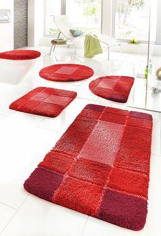Details:  Grafisch gemustert, Hoch-Tief-Effekt, Besonders feiner, flauschiger Flor, Trocknergeeignet, Ringsrum eingefasst, gekettelt, Fussbodenheizungsgeeignet,  Qualität:  1,7 kg/m² Gesamtgewicht, 20 mm Gesamthöhe, Waschbar bei 40°C, Latexierter Rücken,  Flormaterial:  100 % Polyester,  Wissenswertes:  Die halbrunde Matte eignet sich auch ideal als Duschvorleger, WC-Deckel im 2-tlg. Set ist mi...
