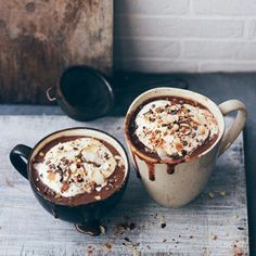 Super Hot Chocolate with Coconut Whipped Cream Easy Healthy Recipes, Healthy Drinks, Paleo Recipes, Drink Recipes, Inbound Marketing, Coffee Break, Coffee Cozy, Happy Sunday, Nutella
