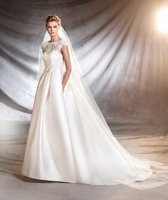 OSASUN - Princess wedding dress in mikado, tulle and lace.