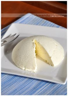 Fresh Cheese yummy, sprinkle on top of quinoa. Easy Homemade Recipes, Homemade Cheese, Love Eat, Love Food, Mexican Dishes, Mexican Food Recipes, Charcuterie, Queso Fresco Recipe, Flan