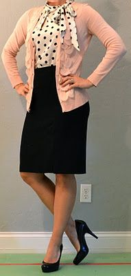Outfit post: pink cardigan, polka dot blouse, swap out the black pencil skirt for some treggings. Bluse Outfit, Cardigan Outfits, Pink Cardigan, Cardigan Rosa, Black Pencil Skirt Outfit, Pencil Skirt Outfits, Pencil Skirts, Office Outfits, Casual Outfits