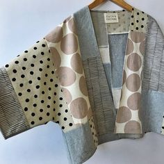 Could you perhaps have large remnants of fabric from your favorite sewing outf .- Could one perhaps use large fabric remnants from favorite sewing outfits ?, # could # use favorite sewing outfits # fabric remnants # - Sewing Jeans, Sewing Clothes, Diy Clothes, Mode Kimono, Kimono Jacket, Kimono Style, Kimono Fashion, Diy Fashion, Fashion Design