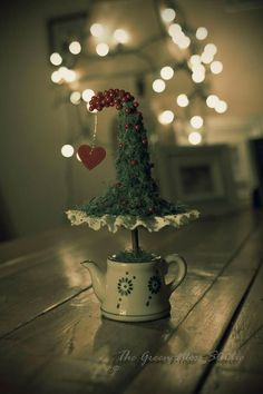 We gathered up Over 30 of the Best Diy Christmas decorations and Craft Ideas to share with you today! Christmas Makes, Noel Christmas, Christmas Is Coming, All Things Christmas, Winter Christmas, Christmas Wreaths, Christmas Decorations, Xmas, Christmas Ornaments