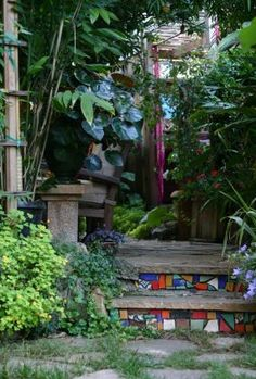 Mosaic-ed stair risers in Randy Bolin and Tom Nelson's garden in Oakland, California - Fine Gardening Mosaic Garden, Garden Art, Garden Ideas, Garden Crafts, Mosaic Art, Backyard Projects, Outdoor Projects, Nelson Garden, Mosaic Stairs