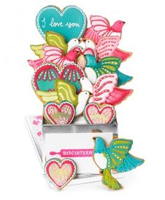 Our Love Bird tin is a romantic biscuit gift that will set hearts a flutter. Our hand-iced biscuits come packaged in a beautiful gift tin, delivered worldwide. Bird Cookies, Tea Cookies, Valentine Cookies, Valentine Gifts, Valentine Party, Personalised Biscuits, Iced Biscuits, Bespoke Wedding Invitations, Tin Gifts