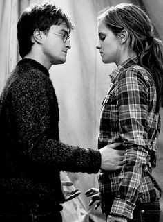 http://www.dailymail.co.uk/tvshowbiz/article-2550453/JK-Rowling-admits-Hermione-married-Harry-Potter-instead-Ron.html