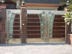 Metal garden gates – wrought iron garden gates or modern designs? Home Gate Design, House Main Gates Design, Front Gate Design, Steel Gate Design, Small House Design, Fence Design, Simple Gate Designs, Gate Designs Modern, Simple