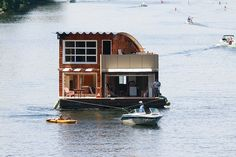 Moving day for a houseboat in Lake Union Moving Humor, Pontoon Houseboat, Shanty Boat, Lake Union, Floating House, Moving Day, Tug Boats, My Dream, Houseboats