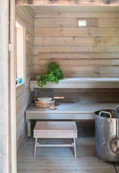 Vanha hirsisauna Keski-Suomessa   Meillä kotona Modern Cabin Interior, Sauna Design, Finnish Sauna, Summer Cabins, Nordic Home, Saunas, Hygge, Entryway Tables, Cottage